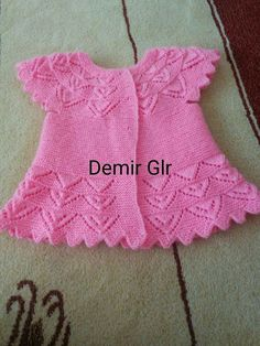 Babyweste - The world's most private search engine Knitted Baby Cardigan, Knitted Baby Clothes, Baby Hats Knitting, Knitting For Kids, Baby Knitting Patterns, Baby Patterns, Baby Girl Dresses, Baby Outfits, Baby Dress