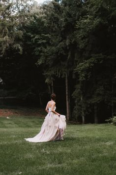 Love the simplicity of this Carol Hannah Kensington wedding gown. Source: Carol-Hannah (dot)com