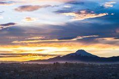 Quito al amanecer by Cantú Guerra, via Flickr