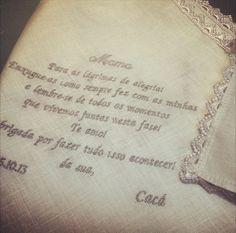 Lenços bordados com mensagem especial para os pais – uma lembrança eterna deste dia tão especial!