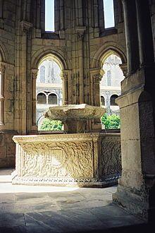 Alcobaça - Alcobaça es conocida por su monasterio Cisterciense, en torno del cual se desenvolvían las poblaciones de la comarca. El monasterio fue fundado por la orden de Alfonso I de Portugal en el año 1148, y fue concluido en el 1222, de estilo gótico con influencias moriscas.