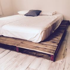 tarakoさんの、IKEA,リサイクルショップ,床DIY,DIY,クッションフロア,賃貸,パレット,パレットベッド,寝室改造中,ベッド周り,のお部屋写真