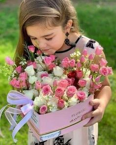 Cute Toddlers, Cute Kids, Goeie More, Bouquet, Beautiful Children, Kids And Parenting, Rose, Art Pictures, Color Splash