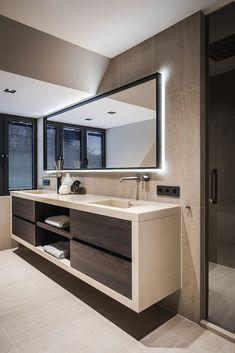 21 Bathroom Cabinet Ideas for A Minimalist Bathroom. Incredible Bathroom Cabine 21 Bathroom Cabinet Ideas for A Minimalist Bathroom. Bathroom Styling, Bathroom Interior Design, Modern Interior Design, Bathroom Lighting, Minimalist Bathroom Design, Restroom Design, Luxury Interior, Minimalist Design, Bad Inspiration