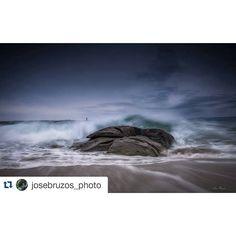 Las olas  del #invierno ⛄ azotan la costa de #Galicia en esta preciosa imagen  de @josebruzos_photo  #Galicia #GaliciaCalidade #GaliciaMola #GaliciaVisual #GaliciaMáxica