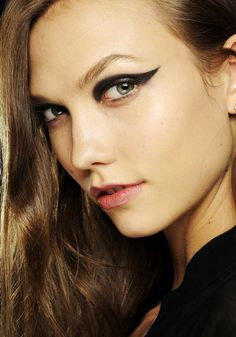 Graphic Black Eyeliner // 7 Gorgeous Fall Makeup Trends to Follow