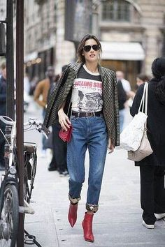 40 Fall Street Style Outfits to Inspire - Gucci Boots - Ideas of Gucci Boots - Fall street style fashion / Fashion week Street Style Outfits, Looks Street Style, Spring Street Style, Mode Outfits, Fall Outfits, Fashion Outfits, Fashion Boots, Grunge Street Style, Edgy Outfits