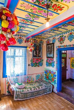 The small Polish village of Zalipie might not be everyone's cup of tea, but to me, it has the cobalt-blues of Frida Kahlo's Casa Azul, the charm of European gypsy folklore and the hopeful promise of Spring. After the atrocities of World War II, the Poli