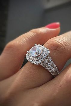 Diamond Wedding Rings 5 Must-Read Reasons Why a Halo Engagement Ring Deserves to Be On Your Wish List - Reverie - You already know that halo engagement rings are beautiful … but you probably don't know about these spectacular benefits! Dream Engagement Rings, Princess Cut Engagement Rings, Rose Gold Engagement Ring, Engagement Ring Settings, Vintage Engagement Rings, Solitaire Engagement, Princess Wedding, Wedding Rings Simple, Wedding Rings Solitaire