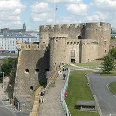 Château de Brest ►► http://www.frenchchateau.net/chateaux-of-bretagne/chateau-de-brest.html?i=p