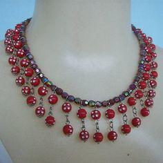 Maxi colar vermelho feito com contas acrílicas. R$ 15,00