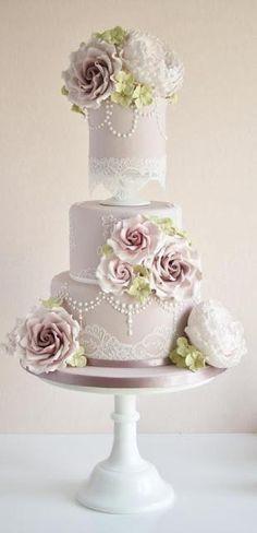 Ogni tanto vado a spulciare tra le meraviglie di glassa e zucchero di queste fantastiche Cakes designer e devo dire che niente invade il mio gusto come queste magnifiche weddings Cake di Cotton   Crumbs non so molto di lo