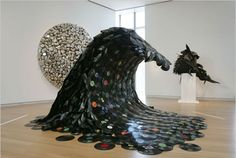 """On Korean artist Jean Shin created """"Sound Wave"""" out of melted vinyl records. The artist explained the sculpture shows """"the inevitable waves of technology that render each successive generation of recordable media obsolete. Vinyl Record Art, Vinyl Art, Vinyl Records, Vinyl Music, Crafts From Recycled Materials, Recycled Art, New York Times Arts, Wow Art, Contemporary Sculpture"""