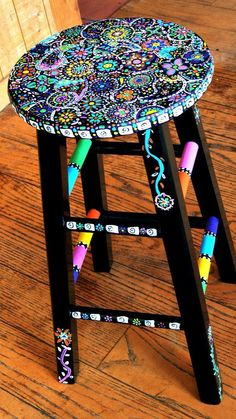 Your Hands Dirty With DIY Painting Crafts And Ideas Crafty finds for your inspiration! Hand Painted Stools, Hand Painted Furniture, Funky Furniture, Furniture Projects, Furniture Makeover, Repurposed Furniture, Furniture Plans, Painted Teacher Stool, Whimsical Painted Furniture