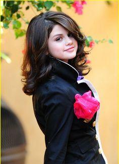 New Selena Gomez Hairstyles