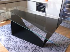 Basamento tavolo in ferro rivestito in micro malta con piano vetro
