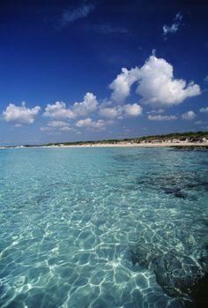 Wir haben die Top 10 der beliebtesten Inseln ermittelt: 1. Mallorca 2. Fuerteventura 3. Gran Ganaria 4. Teneriffa 5. Kreta 6. Lanzarote 7. Ibiza 8. Rhodos 9. Malta 10. Dominikanische Republik  http://blog.lastminute.de/insel-index-2013/  Foto: Mallorca, Es Trenc © Government of the Balearic Islands, Climent Picornell