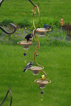 garten accessoires-selbermachen vogelfutterhaus -- Decoration in the Garden: 85 Furniture & Accessories to the Self-Making Garden Crafts, Garden Projects, Garden Art, Diy Bird Feeder, Wire Art, Outdoor Projects, Dream Garden, Bird Feathers, Garden Inspiration