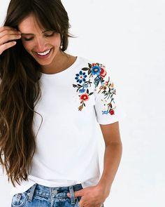 65 Ideas for embroidery tshirt diy long sleeve Embroidery On Clothes, Embroidered Clothes, Embroidery Fashion, Diy Embroidery, Embroidery Designs, Embroidery On Tshirt, Embroidery Patches, Sewing Clothes Women, Diy Clothes