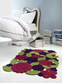 Irish crochet flowers and leaves in larger yarn stitched together for a rug. Diy Tricot Crochet, Crochet Mat, Crochet Carpet, Love Crochet, Irish Crochet, Crochet Doilies, Crochet Flowers, Crochet Home Decor, Deco Design