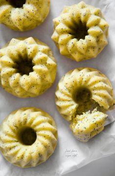 Vegan lemon-poppy seeds bundt cakes