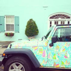 Lilly Pulitzer Jeep on Rainbow Row in Charleston