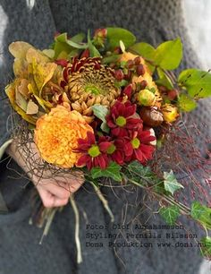 Grey dress, bridesmaid dresses yellows/oranges/reds... flower colors | bouquet-lovely (My colors ♥)