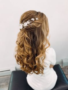 Romantic Bridal Hair, Bridal Beauty, Brown Hairstyles, Bridal Hairstyles, Bridal Hair Half Up Half Down, Large Bridal Parties, Autumn Bride, Flower Hair Accessories, Glam Girl