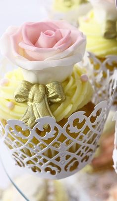 Cupcakes!! These are gorgeous, perfect for a wedding or garden party