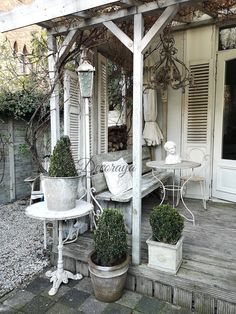 creative rustic farmhouse front porch decorating ideas to get unique look in fall page 58 Farmhouse Front Porches, Rustic Farmhouse, Rustic Porches, Country Interior Design, Outdoor Rooms, Outdoor Decor, French Country House, Porch Decorating, Decorating Ideas