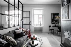 Post: Puertas y muebles del mismo color que la pared --> acristalamiento interior, armario blanco pared blanca, blog decoración nórdica, cristal entre salón y dormitorio, estilo escandinavo, estilo nórdico oscuro, pared de cristal, puerta negra pared negra, Puertas y muebles del mismo color que la pared
