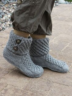 Free Knitting Pattern for Walk of Fame Slippers - These cozy slipper boots feature a 4 row repeat star stitch on the uppers and cuffs. Fast knit in bulky yarn. Designed by Lena Skvagerson .Walk of Fame Slippers Knit Pattern ~ intermediate level ~ sizes wo Loom Knitting, Knitting Socks, Knitting Patterns Free, Knit Patterns, Free Knitting, Knitting Tutorials, Knitting Machine, Stitch Patterns, Knit And Crochet Now