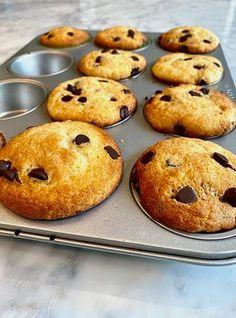 Recette de Ricardo : Pain aux bananes Carrot Muffins, Oat Muffins, Chocolate Chip Muffins, Healthy Muffins, Loaf Recipes, Carrot Recipes, Muffin Recipes, Bon Dessert, Dessert Aux Fruits