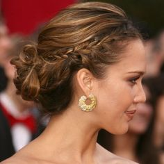 For the 2008 Oscars, a pregnant Jessica wore a perfectly plaited updo. Here's how to re-create her stunning subdued makeup look.