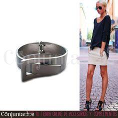 Un original #brazalete que adornará tu muñeca sin ningún esfuerzo. Su tono plateado mate suaviza sus formas rígidas. Un complemento totalmente atemporal para el fondo de armario de tu joyero ★ Precio: 9,95 € en http://www.conjuntados.com/es/brazalete-rigido-plateado-con-cierre-de-hebilla.html ★ #novedades #pulsera #bracelet #conjuntados #conjuntada #joyitas #jewelry #bisutería #bijoux #accesorios #complementos #moda #fashion #fashionadicct #picoftheday #outfit #estilo #style #GustosParaTodas