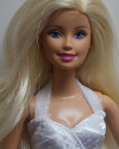 PRETTY MATTEL BARBIE WEARING WEDDING DRESS - CUTE FOR YOUR COLLECTION!