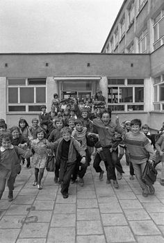 Przerwa! Poland People, Old Street, Vintage School, Cool Countries, Warsaw, Alter, Childhood Memories, Good Times, Famous People