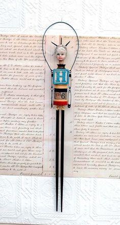 Original Assemblage Mixed Media Art Doll par Indiandollartworks