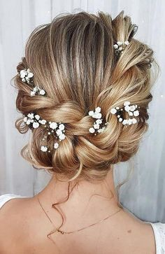 30 Chic Bridal Hairstyles for Your Special Day - The Trend Spotter Prom Hairstyles For Short Hair, Short Wedding Hair, Wedding Hairstyles For Long Hair, Winter Hairstyles, Elegant Hairstyles, Bride Hairstyles, Bridesmaid Hairstyles, Homecoming Hairstyles, Half Up Half Down Hair Prom