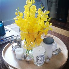 Sunny yellow  Coffee Table Flowers, Table Decorations, Yellow, Instagram, Home Decor, Interior Design, Home Interior Design, Dinner Table Decorations, Home Decoration