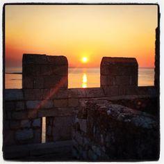 Lever du soleil 6h47 #sun #cannes #island #monastere #sunrise #fortified #monastery #abbey  (at Fort et Monastère de Saint-Honorat)