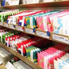 おしゃれでセンスいい【せんべい&おかき】辛党にも喜ばれる Coffee Packaging, Food Packaging, Jewelry Packaging, Brand Packaging, Packaging Design, Tea Labels, Tea Container, Holiday Market, Japanese Sweets