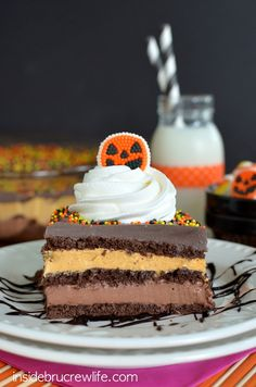 Enjoy this Pumpkin Fudge Eclair Cake recipe. A (somewhat) healthy dessert with pumpkin and chocolate fudge pudding layered with Cool Whip and chocolate graham crackers. it's the perfect addition to any party. Halloween Desserts, Halloween Cakes, Fall Desserts, Halloween Treats, Halloween Pranks, Layered Desserts, Halloween Goodies, Halloween Halloween, Holidays Halloween