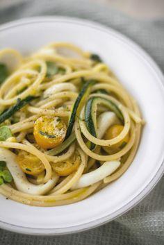 - VANIGLIA - storie di cucina: Spaghetti con totani al vino bianco, zucchine e datterini marinati alle erbe