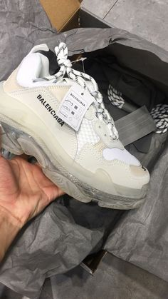 Best Picture For balenciaga sneakers outfit track For Your Taste You are looking for something, and Cute Sneakers, Sneakers Mode, Sneakers Fashion, Fashion Shoes, Jordan Sneakers, Girls Sneakers, Milan Fashion, Nike Free 2.0, Nike Free Pink