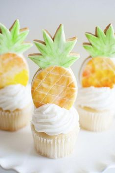 Adorable Pineapple Party Cookies & Cupcakes!