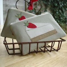 Strawberry cheesecake - coin purse