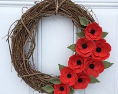 Wreath Crafts, Diy Wreath, Flower Crafts, Grapevine Wreath, Flag Wreath, Memorial Day Poppies, Memorial Day Wreaths, Remembrance Day Activities, Remembrance Day Poppy