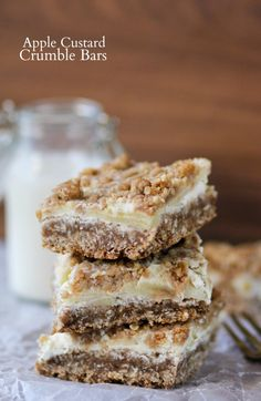 Apple Custard Crumble Bars -- bars that taste like an apple crisp with ice cream!