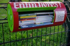 On les appelle boîtes à livres, micro-bibliothèques ou bookboxes. Ces petites étagères, vivier de lecture sont de plus en plus nombreuses dans les rues belges. L'idée: dans une boîte prévue à cet effet, y déposer un livre et en prendre un autre. Une démarche gratuite qui prend de l'ampleur.
